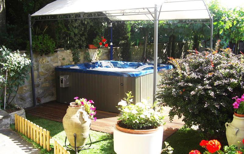 Appartamenti con piscina lago Trasimeno